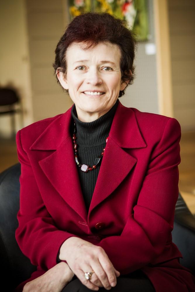 Consultant Linda Paralez
